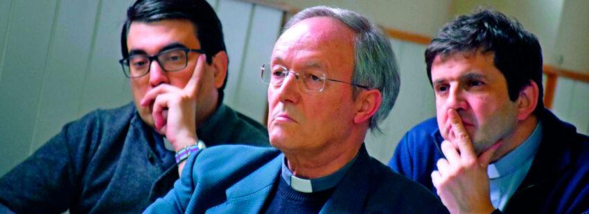 Santiago del Cura: «No hay indicios de que se acerque el sacerdocio femenino»