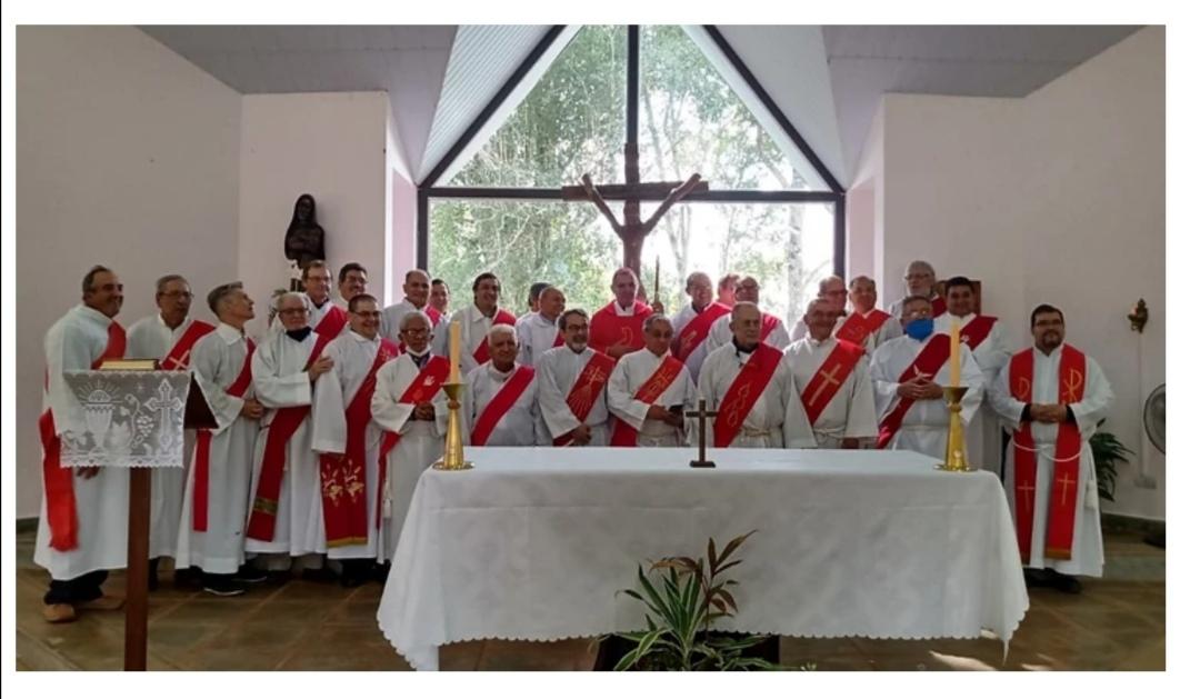 Diócesis de Puerto Iguazú: Encuentro de Mons. Baisi con los diáconos permanentes de la diócesis