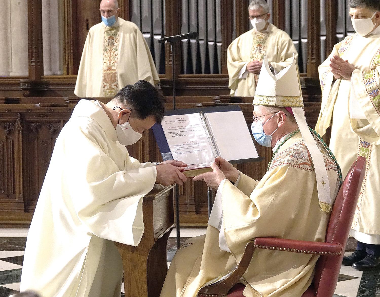 Ordenados ocho diáconos permanentes, uno iberoamericano, para la Arquidiócesis de New York -EEUU-