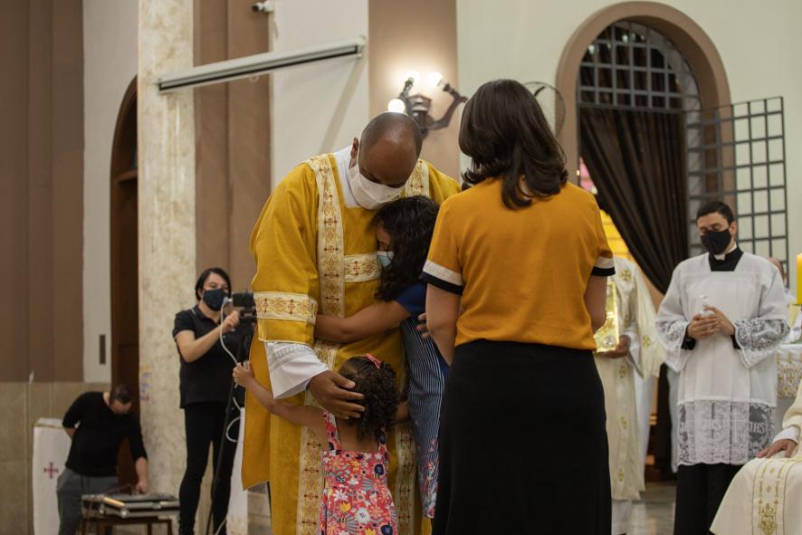 Sagrada Família abençoa novo diácono permanente Renan Evangelista