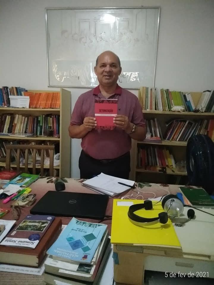Diácono da Arquidiocese de Natal -Brasil- publica livro sobre setorização de Paróquias