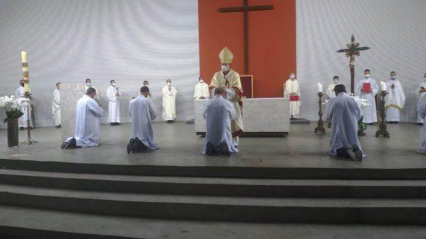 Centenário da Arquidiocese de BH, Brasil: diáconos permanentes são ordenados na nova igreja-catedral