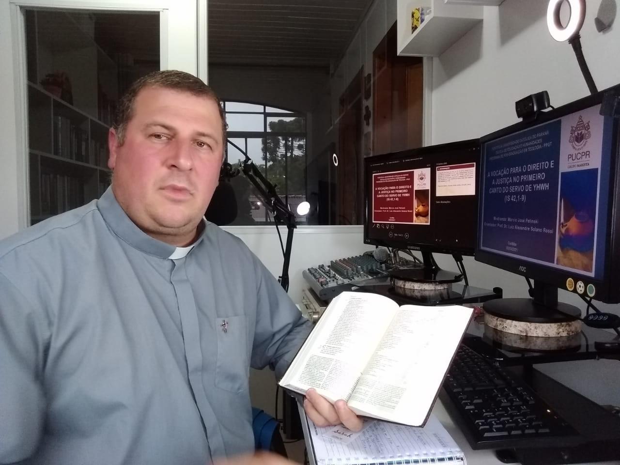 Diácono Márcio Pelinski defende dissertação de Mestrado em Teologia na PUC-PR