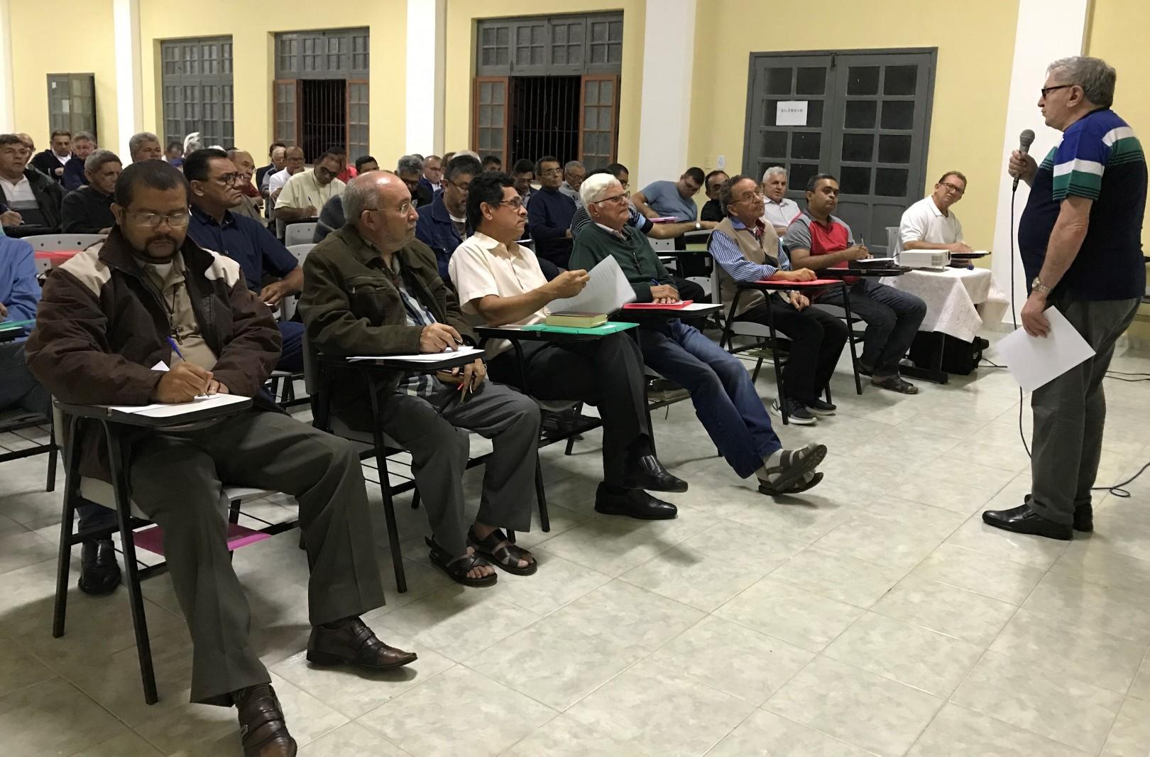 Diáconos de Natal-RN, Brasil, estudam Documento 96 da CNBB