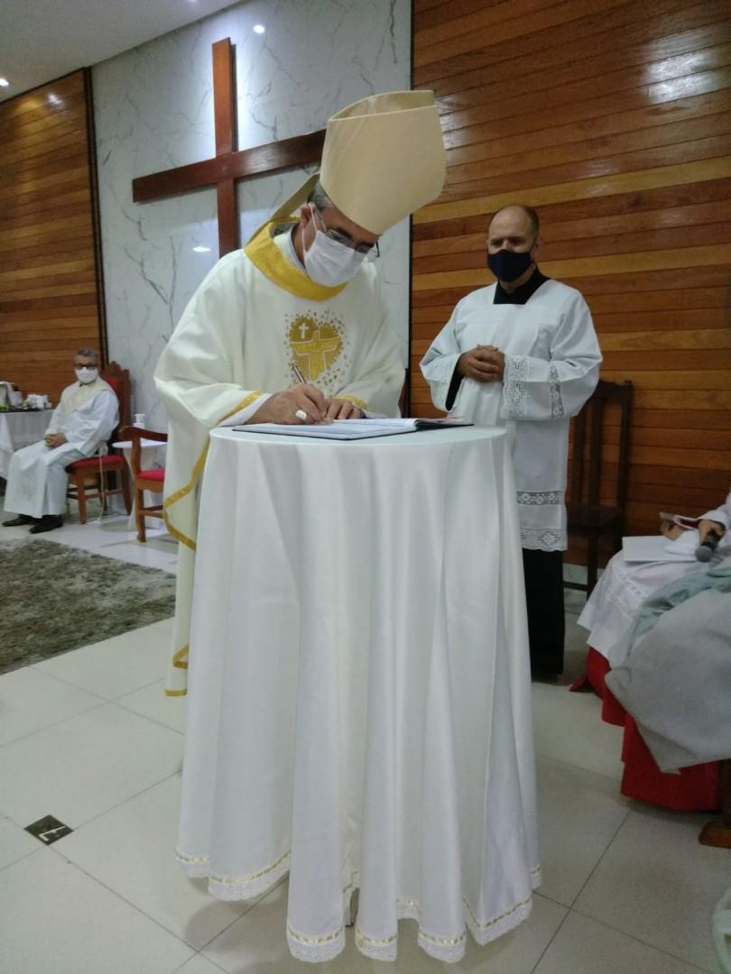CANDIDATOS RECEBEM O MINISTÉRIO DE LEITOR NA DIOCESE DE ITABIRA/CORONEL FABRICIANO (BRASIL, MG)