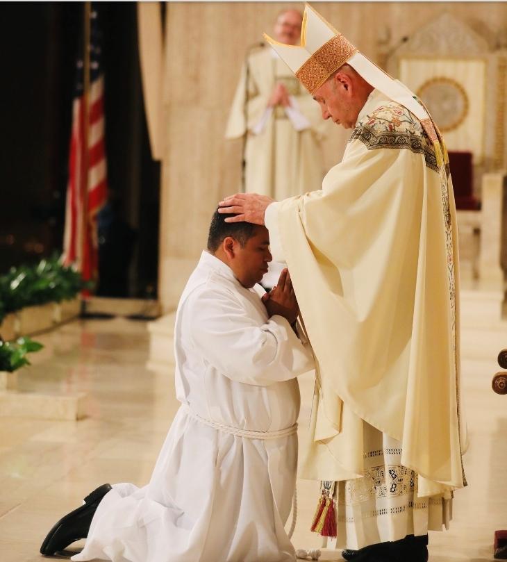 Salvadoreño Óscar Méndez fue ordenado diácono permanente en Whashington, EEUU