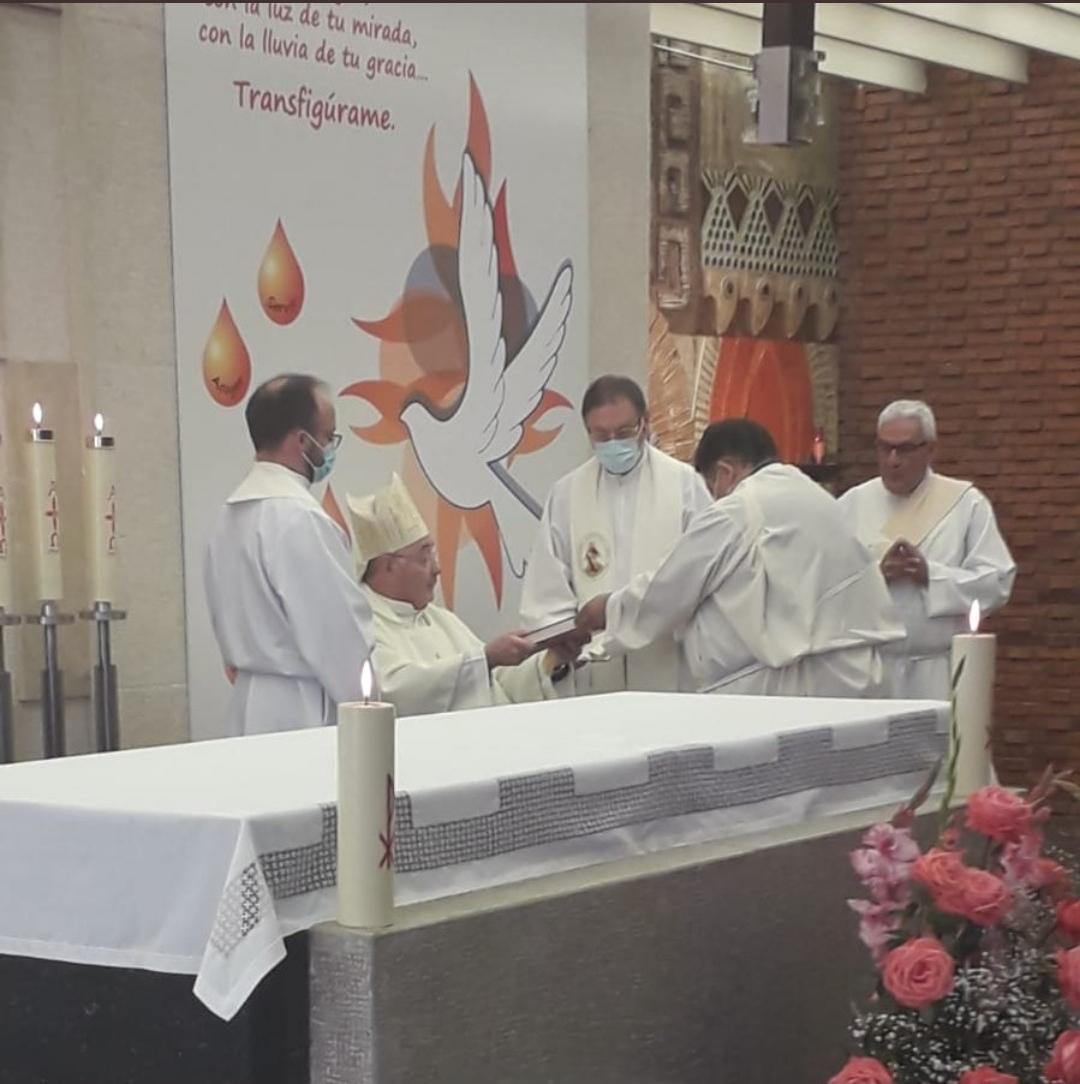 Institución en el ministerio del lectorado de dos candidatos al diaconado en la diócesis de León, España