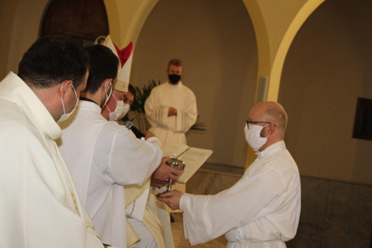 Candidato recebe os Ministérios de Leitor e Acólito na Diocese de Caxias do Sul (RS, Brasil)