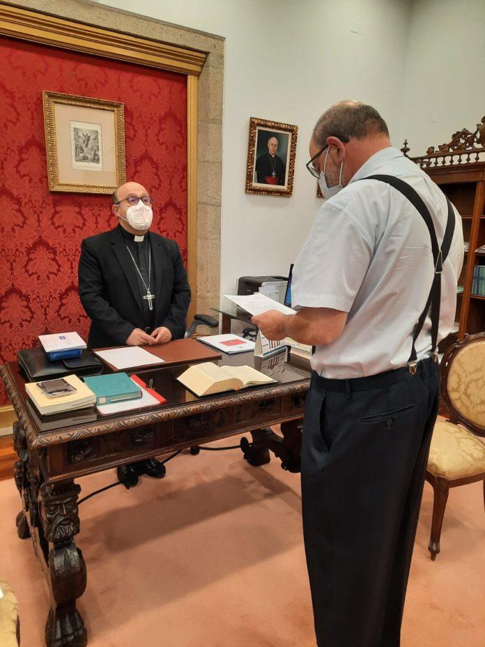Profesión de fe de candidato al diaconado en Santiago de Compostela, España