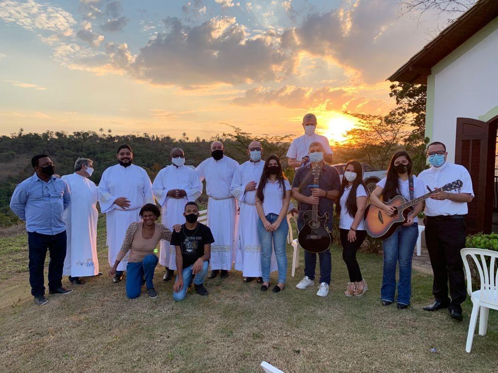 Candidatos recebem o Ministério de Acólito na Diocese de Itabira/Coronel Fabriciano (MG, Brasil)