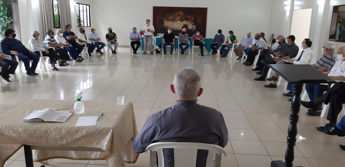 ASPIRAÇÕES DIACONAIS SÃO DISCUTIDAS COM ARCEBISPO ARQUIDIOCESE DA PARAÍBA, BRASIL